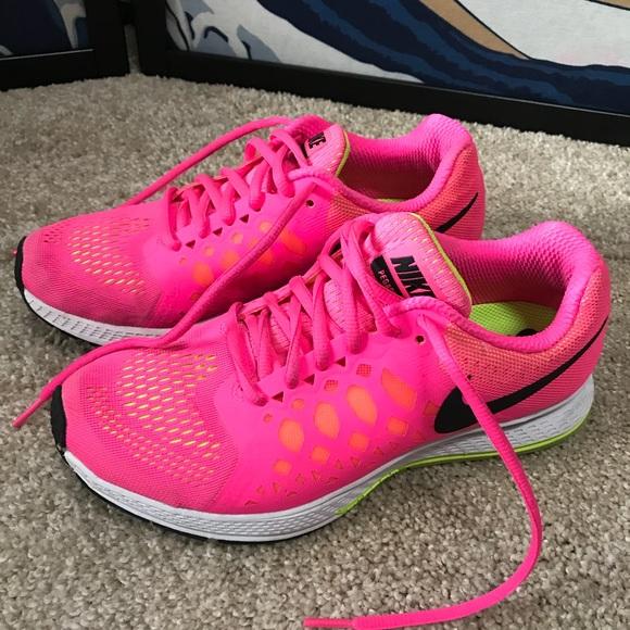c2e7e5d0b8e6 Nike Pegasus 31 pink neon shoes. M 5ad532f3a825a6f653defd33
